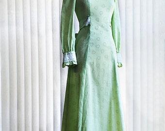 Vintage 70s green maxi dress/ daisy hearts/ Edwardian long prairie dress/ tiny white dots/ lace collar/ Romantic/ Girl from Oklahoma