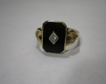 Vintage 14 kt Yellow Gold Onyx Diamond Accent Signet Ring Size 9.5