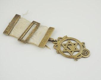 Sterling Silver Masonic Royal Arch Jewel in Box Gilt on Silver Hallmarked 1934 English Freemasons by F. Fattorini & Son Ltd