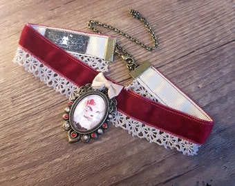 Handcrafted  Lady Valentine necklace // burlesque style