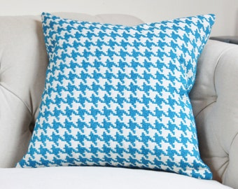 "SALE 25.00 18"" or 20"" - Blue Pillow Cover - Capri Blue & Ivory Houndstooth Designer Cover - Modern Blue Throw Pillow - Pool Blue - Spa Blue"