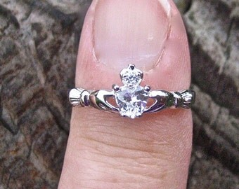 Vintage 925 Sterling Silver CZ Claddagh Ring