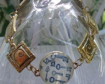 Keys and Swirls Link Bracelet