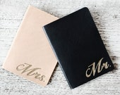Personalized Wedding Gift Set, Bride and Groom Passport Covers in Genuine Leather, Mr and Mrs Passport Holders Couples Gift Set, Destination