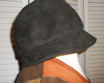 Vintage black suede hat/riding hat/cap/ made by Lord and Taylor 1960s with original box