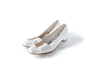 Wedding shoes, 1960s shoes, white 60s shoes, white shoes, low heel white shoes, size 6 shoes, women's shoes