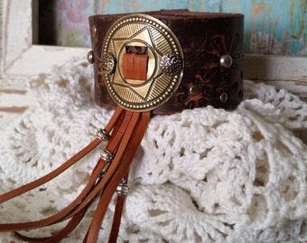 Leather FriNgE Bracelet> #LeatherCuffBracelet #Concho #Star #LeatherFringe #Southwestern #Cowgirl #Western #Country #Boho #Rustic #Gyspy