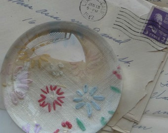 Paperweight - Embroidered Daisies