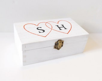 Personalised white wedding box - White wooden heart initals box - Bride and Groom Box - Mr & Mrs Box - Keepsake box - Wedding Gift