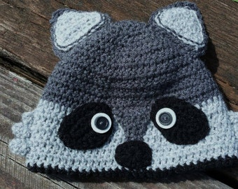 LB29 crochet raccoon hat in charcoal and grey