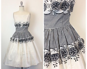 50s Black and White Gingham Day Dress / 1950s Vintage Picnic Floral Applique Rockabilly Bombshell Dress / Small / Size 4