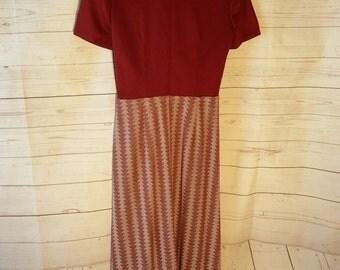 60's 70's Womens Vintage Hand made Polyester Maxi Shirt Dress - Maroon / Short Sleeved - Chevron - Retro Mod Hippie Long Dress - small