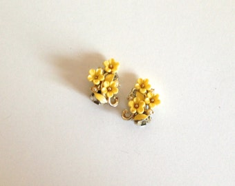 Earrings - Vintage Yellow Cluster Flower Clip Back Earrings