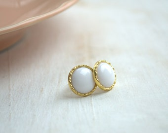 Fine white gold earrings from buttons