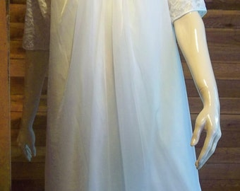 Vintage Lingerie 1960s VANITY FAIR White Chiffon Size XS Nightgown and Robe Set