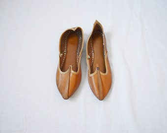 vintage 1970s Indian leather slip on shoes