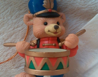 Vintage Little Drummer Boy Teddy Bear play his drum for the Baby Jesus Christmas Ornament Gift Exchange decoration