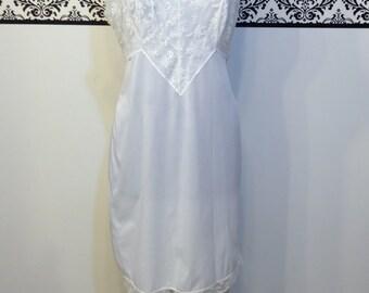 1960's Lace Trimmed Bombshell Negligee / Slip , Size 36 Plus Size, Vintage 1950's White Boudoir Slip, 50's Semi Sheer Pin Up Chemise