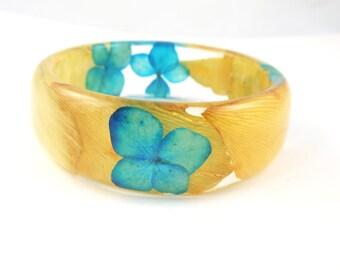 Real Flower Resin Bracelet - Size L -  Eco Resin Bangle Bracelet, Chunky Thick Rounded Bangle, Real Plant Bracelet, Botanical jewelry