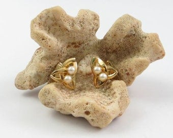 Men's Vintage Gold Tone Cuff Links with Prong-Set Faux Pearl Accents