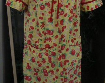 Apple print yellow and red vintage housecoat house coat robe size medium