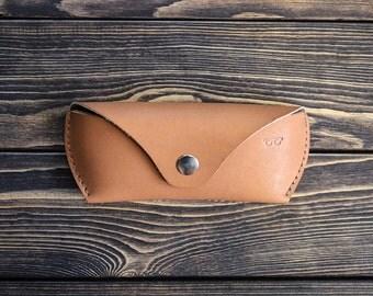 Handmade genuine leather eyeglasses case. Brown color