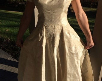 Vintage 1950's Hand Sewn Raw Silk Wedding Bride Dress with Hand Appliqued Lace in PERFECT CONDITION