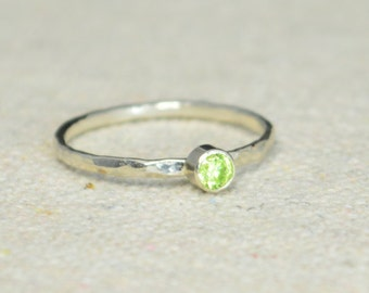 Classic Sterling Silver Peridot Ring, 3mm Silver solitaire, Green Ring, Silver jewelry, August Birthstone, Mothers RIng, Silver band