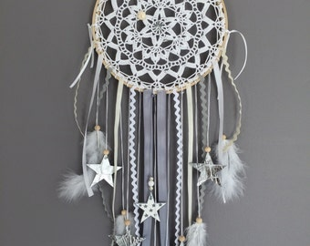 Dream catcher in crochet lace, faux leather, white and grey stars