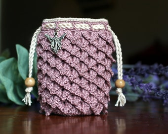 Small crochet dragon scale pouch, light lavender, fairy charm, wooden beads on drawstrings