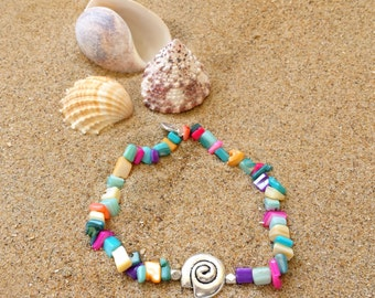 Rainbow shell bracelet - Bracelet with coloured shell chips and a silvertone shell bead