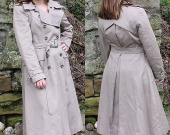 Fox Run Taupe Trench Coat - Military Style - Size Medium - 1970's