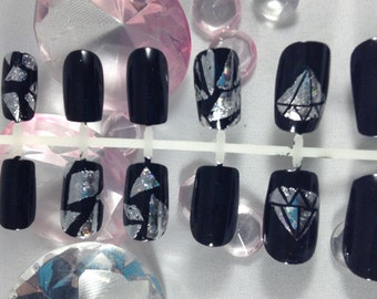 press on nails,fake nails,false nails,foil nails,shattered glass nails,nails,nail art,fake nail set,short fake nails,holographic nails