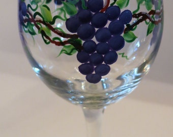 20 oz, Painted purple grape wine glass, Grape vine
