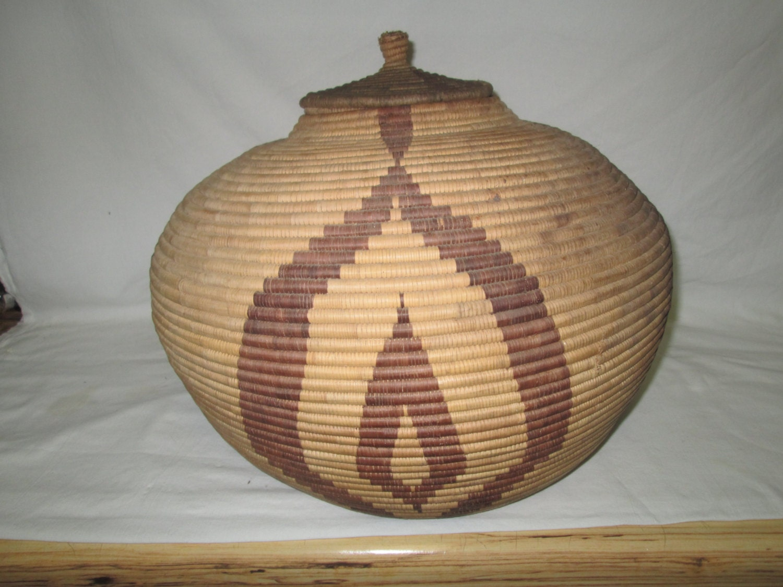 vintage african handmade basket large with lid estate sale. Black Bedroom Furniture Sets. Home Design Ideas