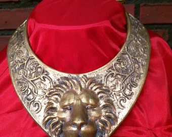 Cersei Lannister GOT season 3 inspired lion choker necklace cosplay, Lion of Lannisters Halloween costume accessories.