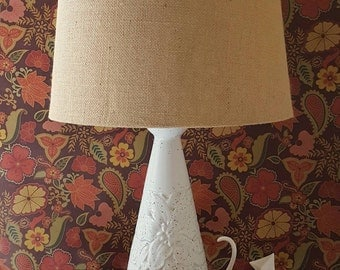 Mid Century Cone Lamp with Mod Floral Motif - Speckled White Glaze - MCM 1950s Tabled Lamp - Eames Era Lighting - Madmen era decor
