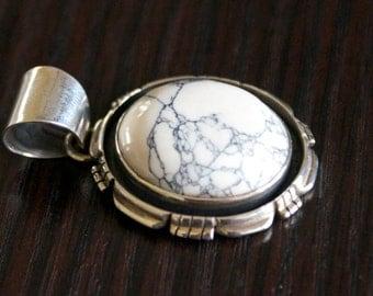 Exquisite WHITE AGATE Silver Pendant-