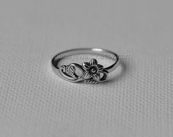 Flower ring, sterling silver ring, floral ring, botanical ring, flowers silver ring, silver ring, nature ring, botanical jewelry. Nodus