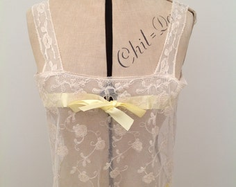 Pretty camisole top 1920s or earlier floral lace vintage