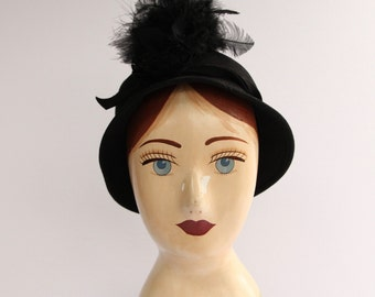 1940's NEW YORK CREATIONS Malson Fur Felt Cloche with Feathers