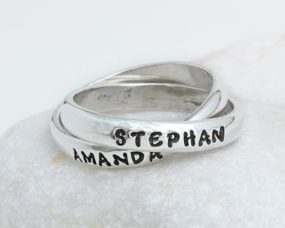 personalized mother 39 s ring intertwined band silver name. Black Bedroom Furniture Sets. Home Design Ideas