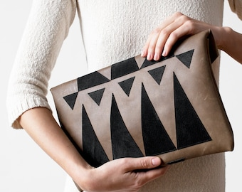 Khaki Envelope Bag Geometrical Leather Suede black No. Eba-102