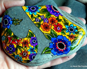 bohemian wildflowers / painted rocks / painted stones / rock art /boho style / hippie style / paperweights / home decor / beach art / rocks
