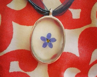 Blue Floral Oval Necklace. Real pressed forget-me-not flower encased in resin, preserved plant jewelry, bridesmaid gift for nature lover
