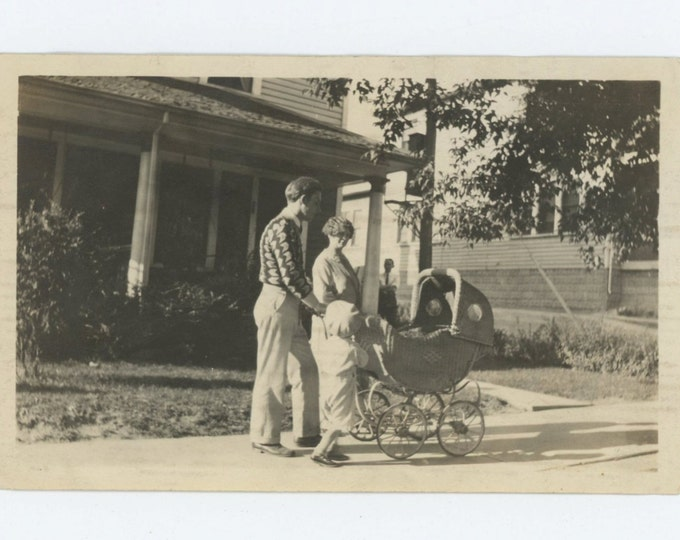 Vintage Snapshot Photo: Family Outing, c1920s-30s (68495)