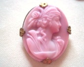 EDWARDIAN 1900s Pink Burmese Glass CAMEO Brooch Pin Antique Brass Pinback Frame Downton Abbey Titanic Victorian Fashion Jewelry