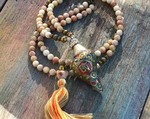 Beautiful faceted sunstone gemstone mala necklace decorated with a Nepalese conch shell pendant