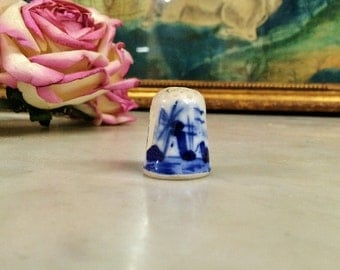 ViNTAGE BLUE and WhiTE DELFT WiNDMiLL THiMBLE, BlUE and White HoLLAND PoRCELAIN, ViNTAGE SeWING CoLLECTIBLES, Women's Gifts, HoME DeCOR