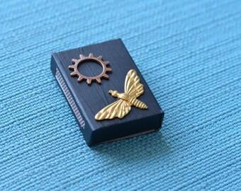 Metallic dragonfly gear matchbox